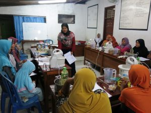 training-how-to-make-soap-first-island-in-nusa-penida-bali
